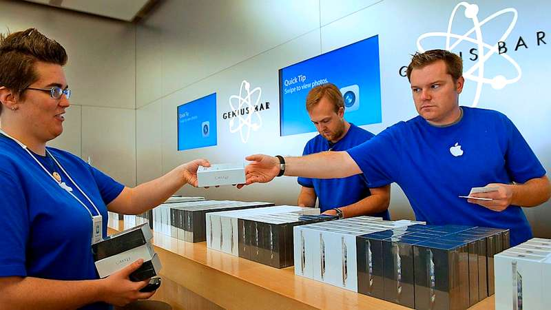 Apple Worker Reveals How It Is to Work at Apple's Retail Store